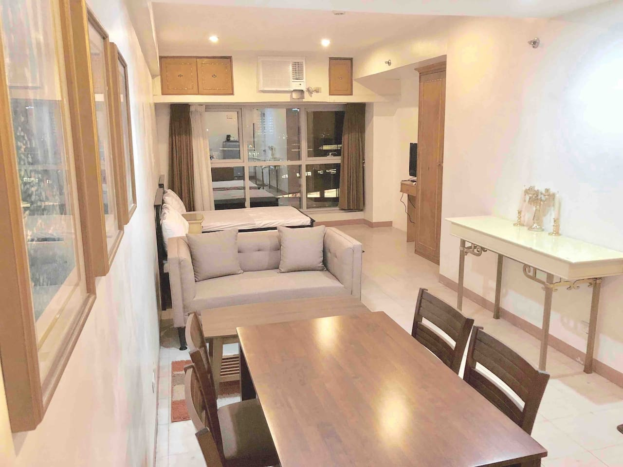 This is a 34 sqm unit at the heart of Filinvest City. It has 2 double  sized  beds good for 4  people and 1 extra floor mattress(per request) .  It has a dining area, table  and utensils are good for 4-5 people.