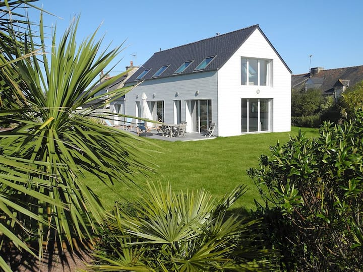 Grande villa  lumineuse proximité plage de PenGuen
