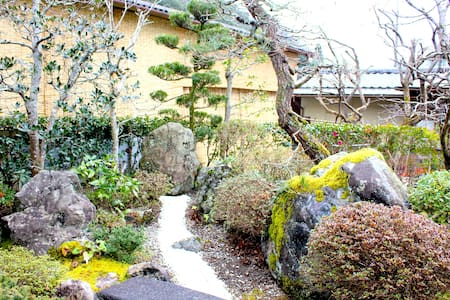5 min walk from JR. Japanese Style w/ Zen Garden - Nantan