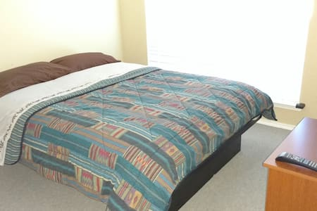 Clean and safe place close to DFW Airport (Room 2)