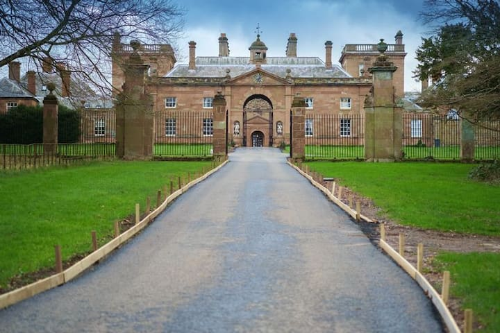 Patshull Hall West Gatehouse . 3 Bed Period Home.