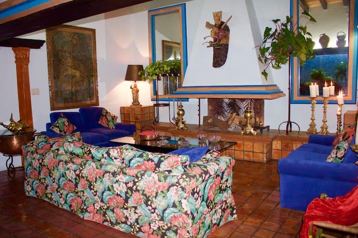 Your Host Inn B&B - FRIDA KAHLO  suite