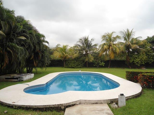 Contacto con la naturaleza, muy cerca de la cd. - Villahermosa - House