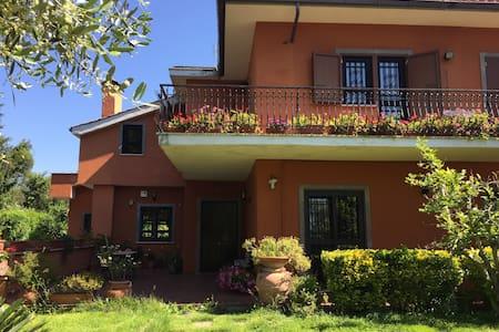 Camera in villa con piscina - Le Rughe