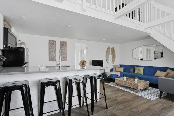 Renovated 2-bedroom on Lighthouse Beach in Chatham