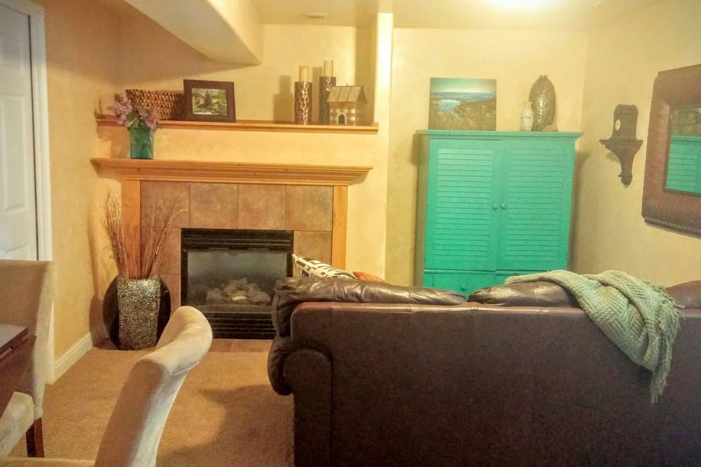 Front room with tv and fireplace.  May occasionally hear tv from adjacent occupants through the wall.