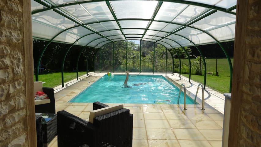 Maison en pierre avec piscine privée couverte et sauna - Saint-Antonin-Noble-Val - Huis