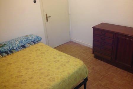 Privatezimmer in Mönchengladbach nahe Zentrum - Mönchengladbach - Wohnung