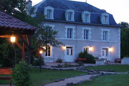 Welkom op Le Grand Etang - Saint-Saud-Lacoussière - วิลล่า