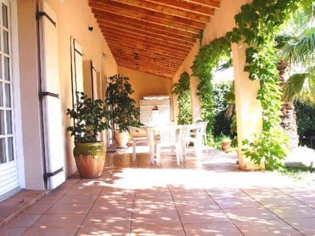 """Villa """" Les Palmiers""""  proche Avignon avec piscine - Roquemaure - Casa"""