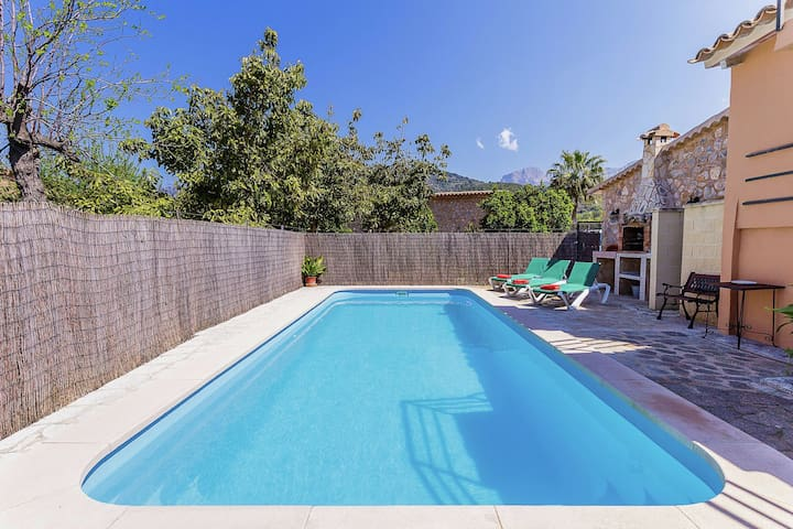 Between Soller and Port de Soller you will find this house with private pool