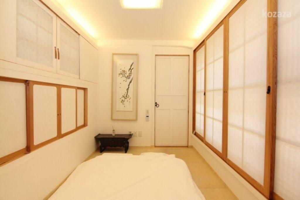 안방 (Anbang: Main room)