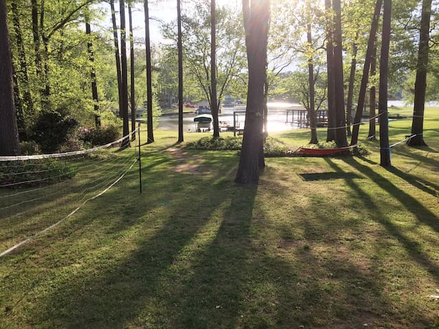 Lake front ranch, sleeps 14+ w/dock and boat lift! - Littleton - Holiday home