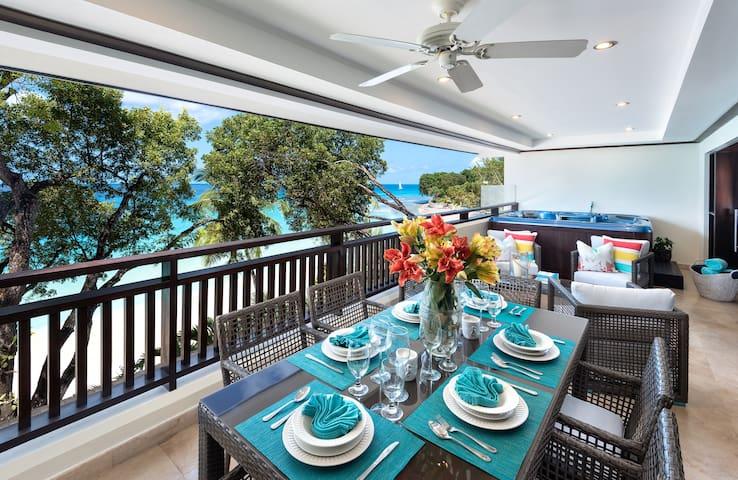 Luxurious Beach-Front 3br Villa w/Jacuzzi