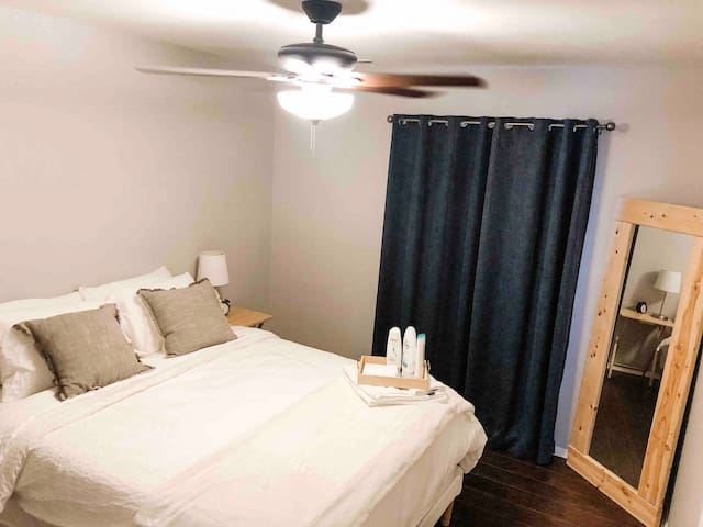 Private guest room between uptown and Matthews