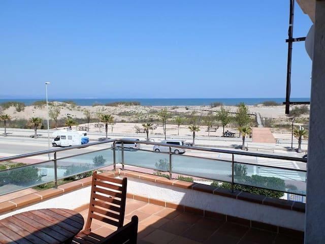 CASA MORVE 1,Idéal pour vos vacances,proche de la mer,wifi gratuit,air climatisé,piscine communautaire,animeaux de compagnie autorisés,plage pour chiens