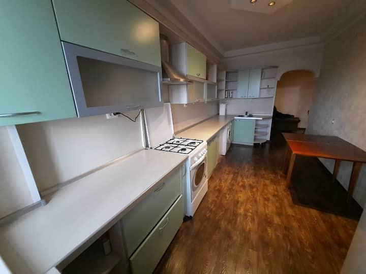 Просторная квартира  4 спальных места, трансфер