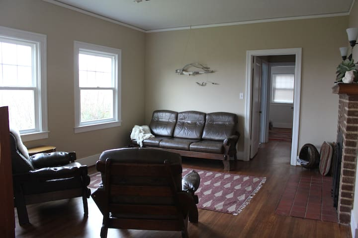 Spacious 2 bedroom w river view - Astoria - Haus