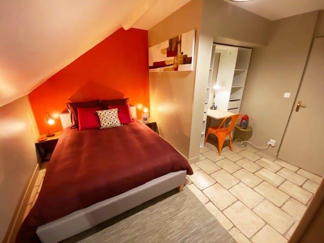 -50%~Charm of Blois~T2~industriel bord de LOIRE