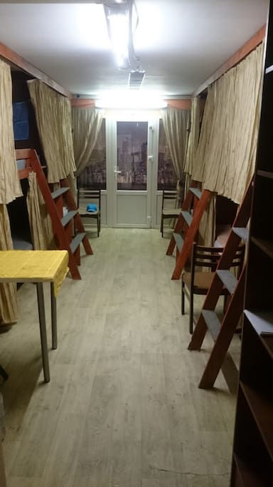 Общая комната для проживания 8 человек. Shared room for 8 people.