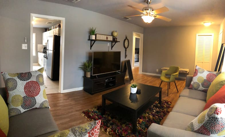 Cozy Arlington home near AT&T Stadium and more!