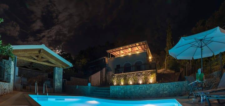 Corfu, Sinarades Villa