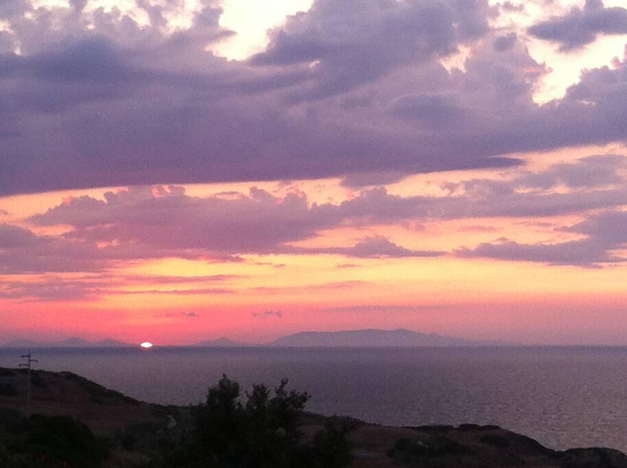 il tramonto dalla spiaggia vicino