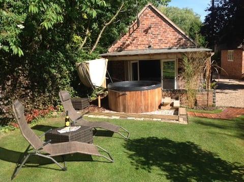Church Cottage Rural Retreat & private Hot Tub