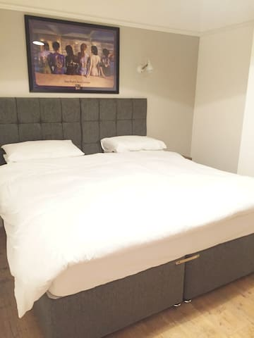 Master bedroom, Super Kingsize bed which can separate into two large single beds