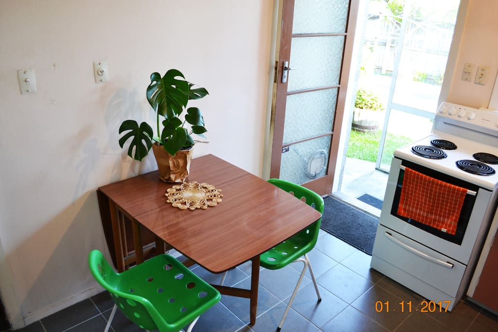 Kitchen area- dining table extendable