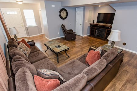 Beautiful Furnished Townhome Near Ft. Leonard Wood