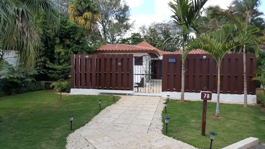 Welcome to Tres Palmas Villa