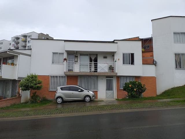 PEREIRA ACOGEDORA, QUERENDONA Y ALEGRE