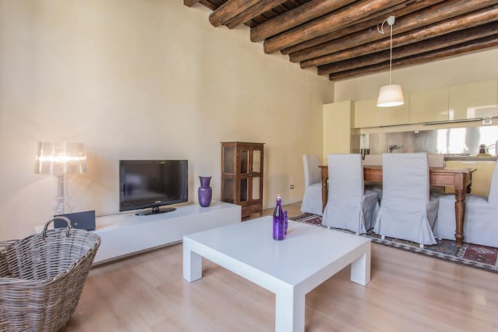 Superb 2 Bedroom Apartment 2 steps from the Duomo