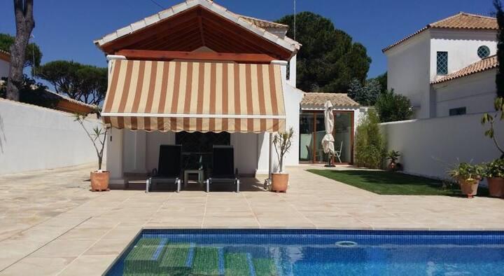 Casa Bonita, piscina y a 900 mt mar