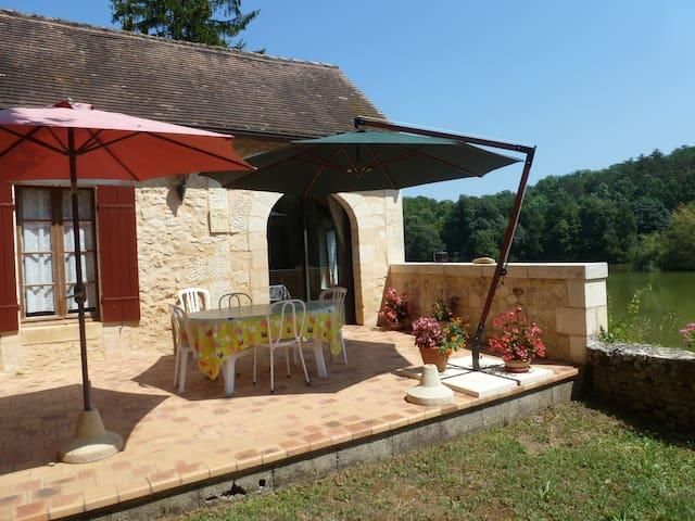 Chambre d'hôtes du Lac Beausoleil 12km de Bergerac - Campsegret - Huis