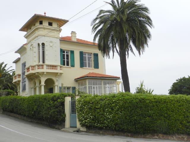 Magnifique maison année 1920 avec belle vue mer.