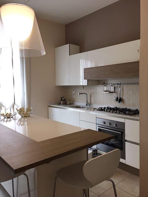 CASA GIULIA AIRBNB IN MANTUA - cucina luminosa - bright kitchen