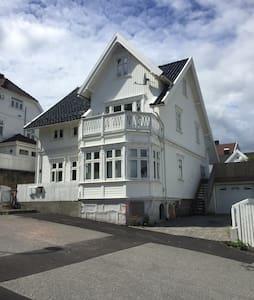 Fin leilighet nær sentrum. - Kristiansand - Lägenhet