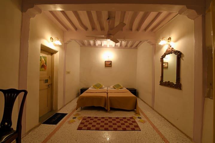 Room no 1 - Ahmedabad - Bed & Breakfast