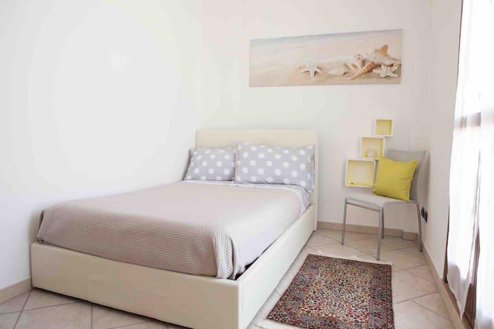 Camera singola con letto XL con climatizzatore