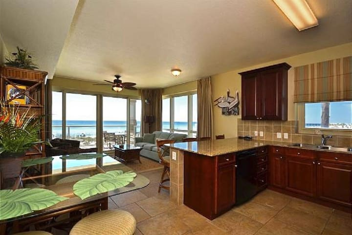 Enjoy the view in this corner unit that features Stunning views of the Gulf of Mexico.