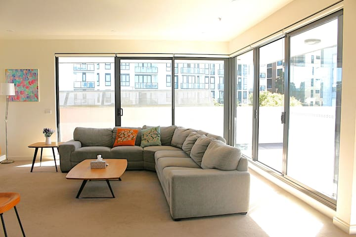 The best 3-bedroom Apartment opposite to Westfield