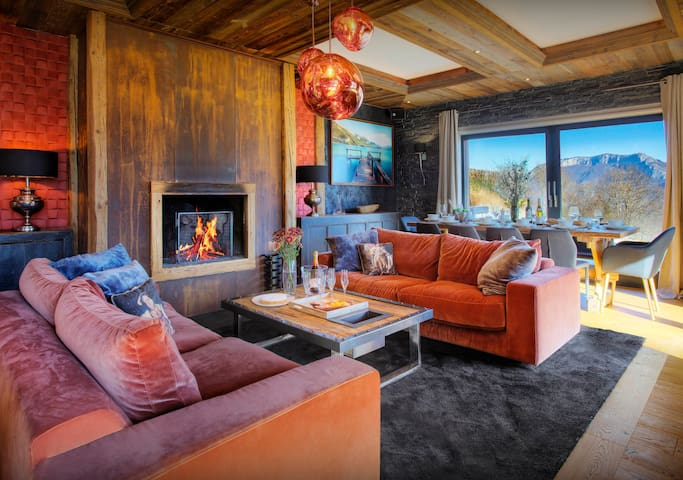 5* Annecy chalet for 11 with lake and mountain views - OVO Network