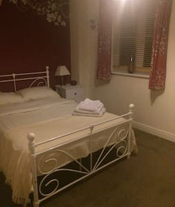 Large double bedroom in Swindon - Swindon - Ev