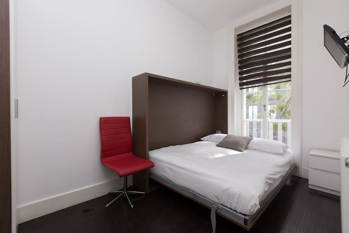 Charlotte Rooms by DC London Rooms R1