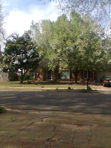 Quiet neighborhood,close to 240