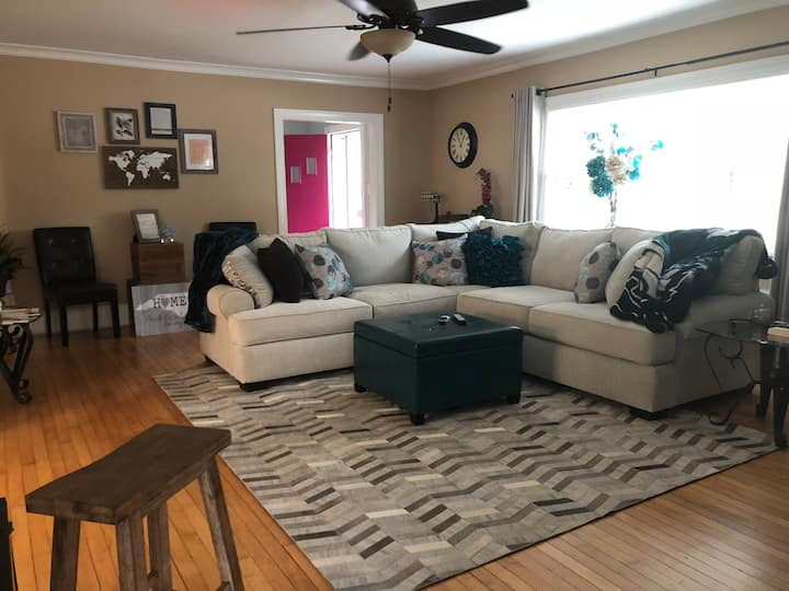 Furniture Mkt House 3 Private Bed 2.5 bath & Pool!