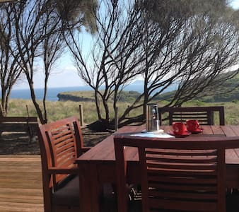 Clifftop Cottage -stunning location - Andere