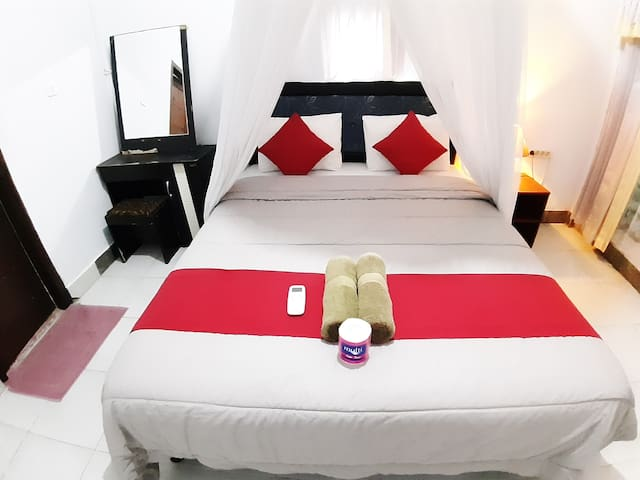 Double room with AC,hot shower @mangga